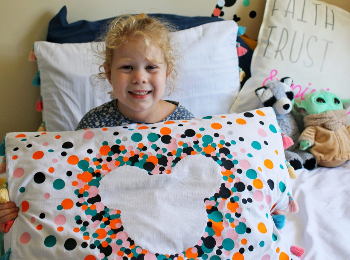 DIY MICKEY PILLOW USING THE CRICUT JOY
